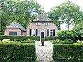 Ewijk (Beuningen, Gld) boerderij Binnenweg 1 met tuin.JPG