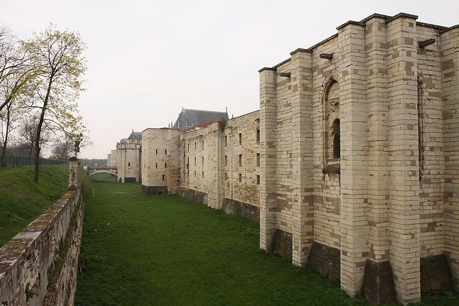 Vue du château de Vincennes.