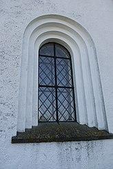 Fil:Fönster i fasad Järrestads kyrka.JPG