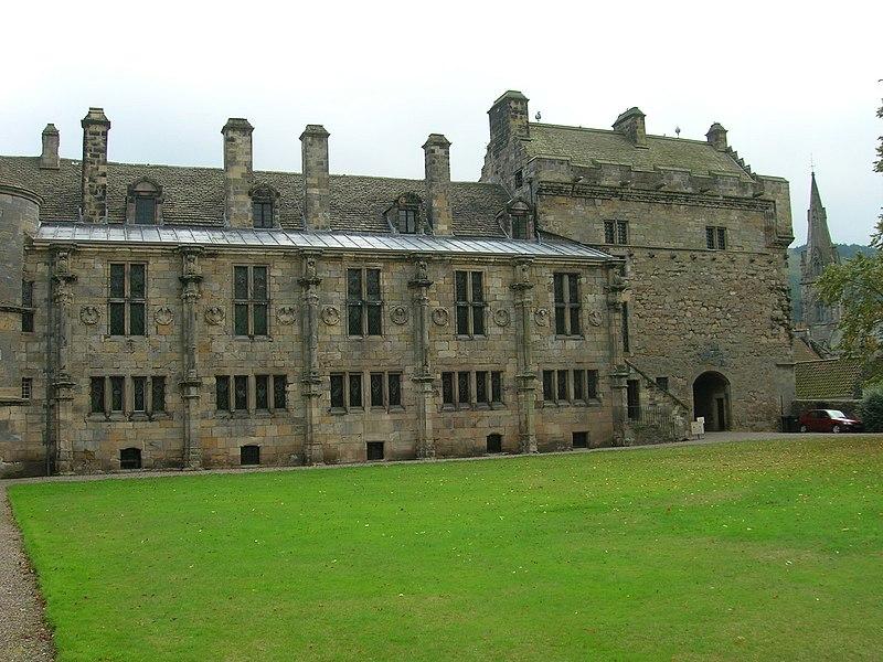 File:Falkland Palace - geograph.org.uk - 1690833.jpg
