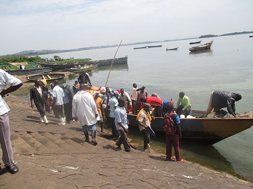 Fishermen returning to the landing site with fish