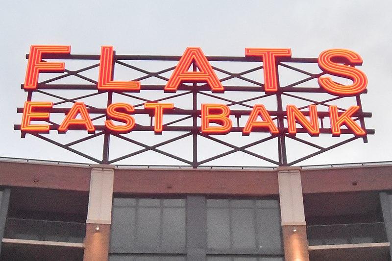File:Flats East Bank (21026221491).jpg
