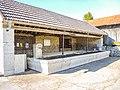 Fontaine-lavoir couverte, à Belmont.jpg