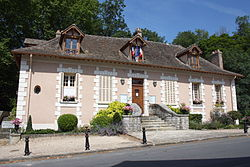 Fontaine-le-Port Town hall 28.JPG