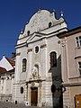 Františkánsky kostol priečelie.jpg