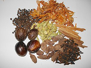 Garam masala - Typical Ingredients for a garam masala (clockwise from upper left): Black peppercorns, mace, cinnamon, cloves, brown cardamom, nutmeg, and green cardamom. However, others can be used.
