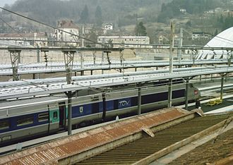 Gare de Bellegarde-sur-Valserine - A Geneva-bound TGV arrives