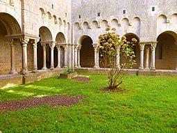 Girona - Ex Monasterio de Sant Pere de Galligants, claustro 04.jpg