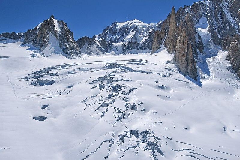 File:Glacier du Mont Mallet (Glacier du Géant) & Mont Blanc, 2010 July.jpg