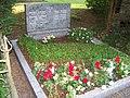 Grabstätte auf dem Ostfriedhof - panoramio (9).jpg