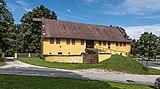 Grafenstein Schloss 2 Wirtschaftsgebäude beim Schloss O-Ansicht 26072018 4052.jpg