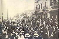 Παρέλαση τμήματος του Ελληνικού Στρατού στην προκυμαία της Σμύρνης, 2 Μαΐου 1919.