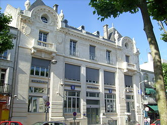 Saintes, Charente-Maritime - The Post Office on the left bank.