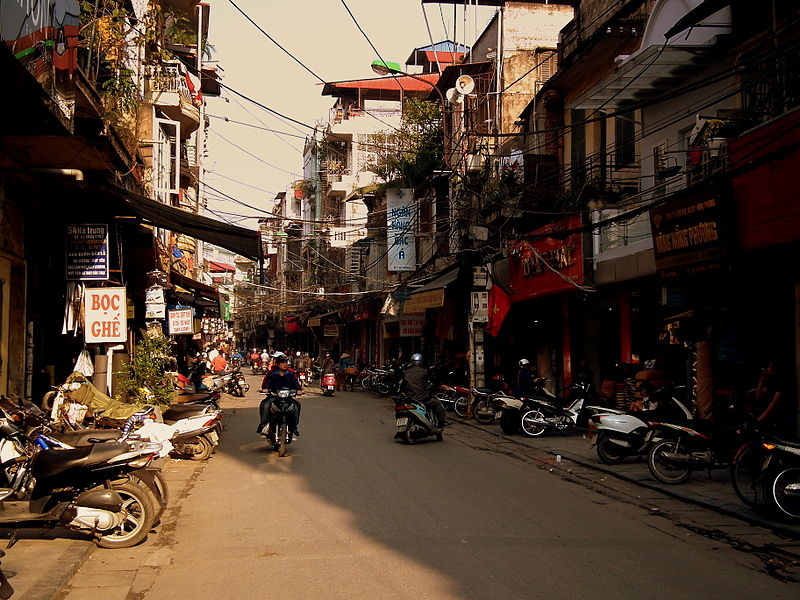 File:HANOI STREET VIETNAM FEB 2012 (6940936953).jpg