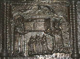 Jadwiga of Poland - Jadwiga with her mother and sisters as depicted on Saint Simeon's casket in Zadar