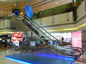 HK Sheung Wan Shun Tak Centre mall escalators June-2012.JPG