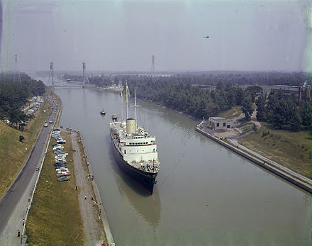HMY Britannia on the Welland Canal en route to Chicago in 1959, as part of the celebration for the opening of the Saint Lawrence Seaway