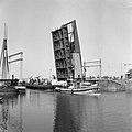 HUA-154912-Gezicht op de (geopende) ophaalbrug over het Noordhollandsch Kanaal te Alkmaar.jpg