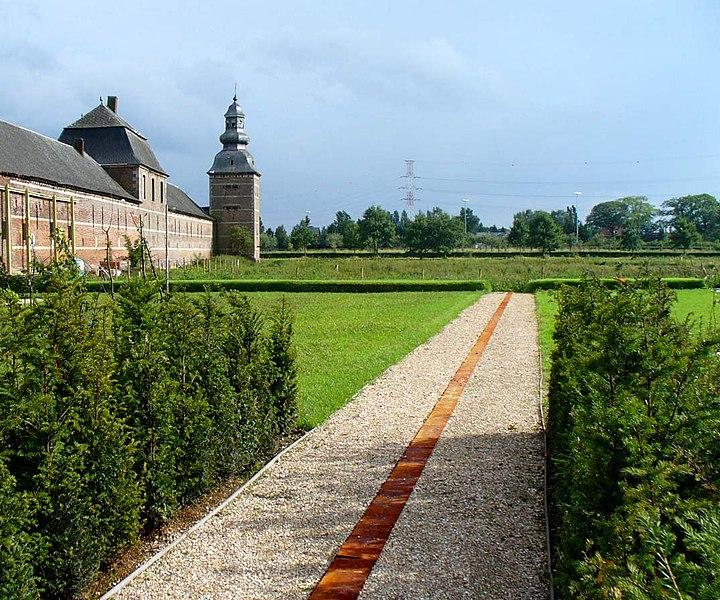 Żwikr w ogrodzie - ścieżka