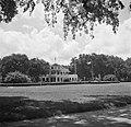 Het Gouvernementspaleis aan het Gouvernementsplein in Paramaribo, gezien vanaf h, Bestanddeelnr 252-6092.jpg