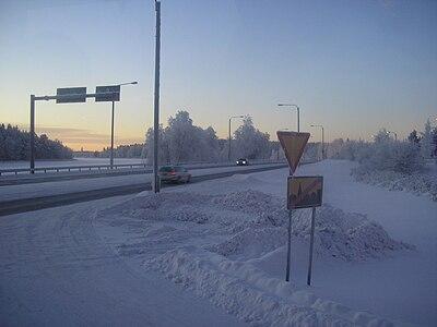 Utfarten på motorvägen vid Viitasaari på vintern