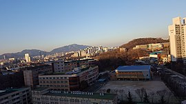 Hoseong Middle School, Photographed in the 17th Floor of an Ilsin Geonyeong Jangmi apartment.jpg