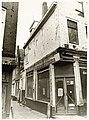 Houttil 42, hoek Magdalenenstraat 2, ijzerwinkel De Magneet N. Zomerdijk, tijdens de restauratie in - RAA011001857 - RAA Elsinga.jpg
