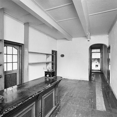 File interieur winkel gang katwijk aan zee 20286494 for Interieur appartement aan zee