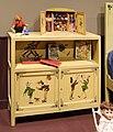 Industria veneziana mobili laccati, stanza di pinocchio (cameretta da bambino), 1928 (wolfosniana) con giocattoli d'epoca della coll. giocattoli antichi roma capitale 02.jpg