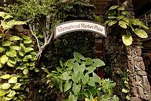 International Marketplace - Waikiki (11678680515).jpg