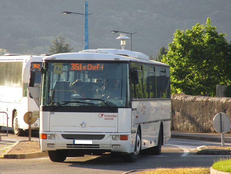 L' Irisbus Récréo C 955 n°199 de Transdev Savoie, sur la ligne scolaire 351 du Stac (Les Déserts Chef-Lieu, Les Déserts↔Collège de Maistre, Saint-Alban-Leysse), à Saint-Alban-Leysse le 16 mai 2017.