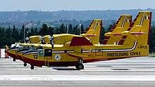 Tre Canadair CL-415 in dotazione alla Protezione Civile Italiana all'aeroporto di Lamezia Terme