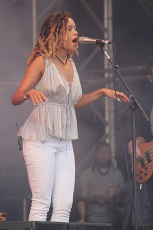 Izzy Bizu - Izzy Bizu performing at the Victorious Festival, 2016.