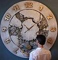 J Kukowski wraz z zegarem.jpg