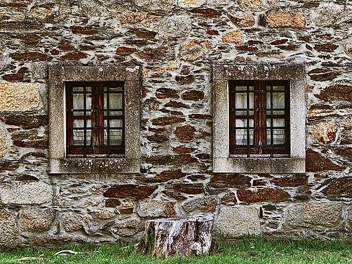 Janelas gémeas - Twin windows (19129857351)