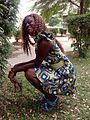 Jeune fille kinoise habillée en robe.jpg