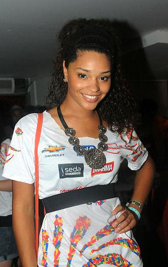 Cheias de Charme - Juliana Alves as Dinha.