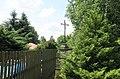 Kříž v zahradě penzionu U Rytíře v Janově (Q78787947) 01.jpg