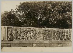 KITLV 12235 - Kassian Céphas - Reliefs on the terrace of the Shiva temple of Prambanan near Yogyakarta - 1889-1890.tif