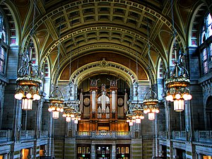 Kelvingrove Art Gallery and Museum - The Central hall, looking towards the Pipe Organ, flanked by original electroliers.
