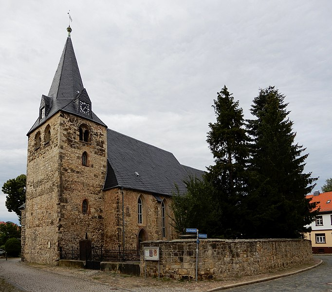 File:Kirchhofplatz St. Nicolai (Ballenstedt) 07.jpg