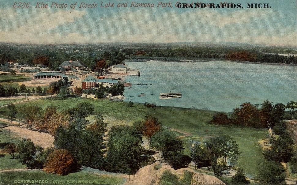 Kite Photo of Reeds Lake and Ramona Park, Grand Rapids MI. Postcard - 001.jpeg