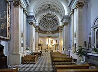 Kościół św. Wawrzyńca w Warszawie wnętrze.jpg