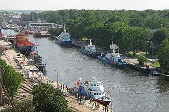 Polski: Basen portowyEnglish: Kanał portowy/rzeka Parsęta