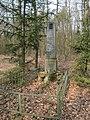 Kravsko, pomník v lese.jpg