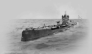 Drzewiecki drop collar - The ''Bars''-class submarine ''Livitsa'' showing four of her eight drop collars loaded with torpedoes, about 1916–1917