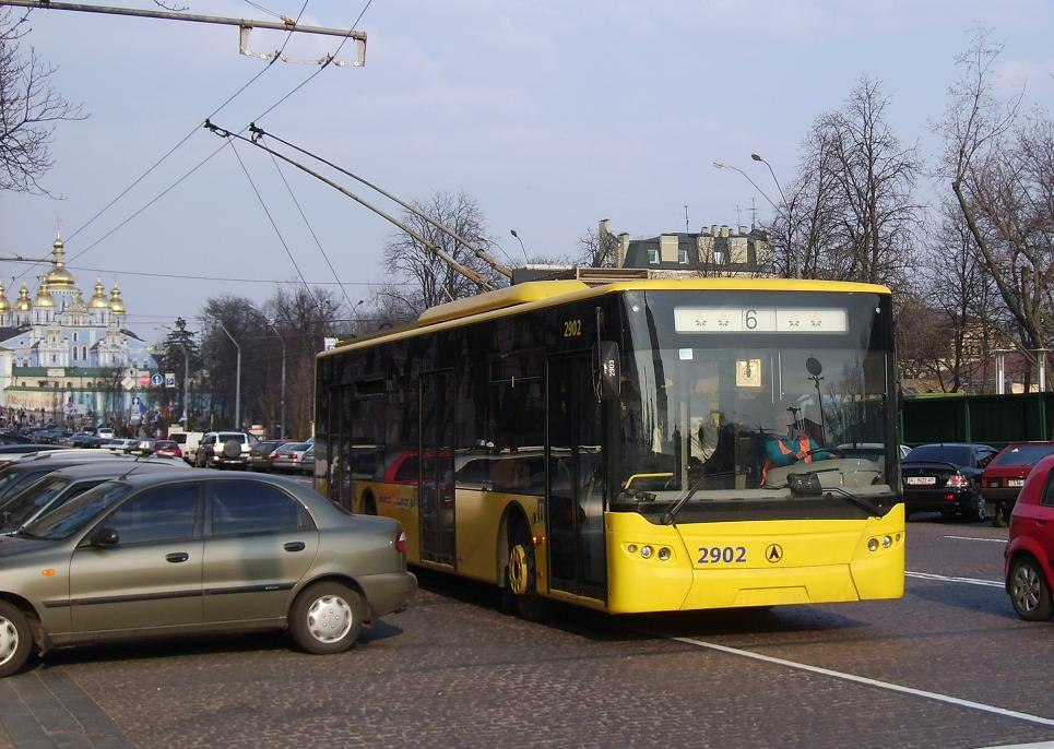 LAZ E183 in Kyiv