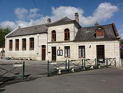 Laniscourt (Aisne) école et mairie.JPG