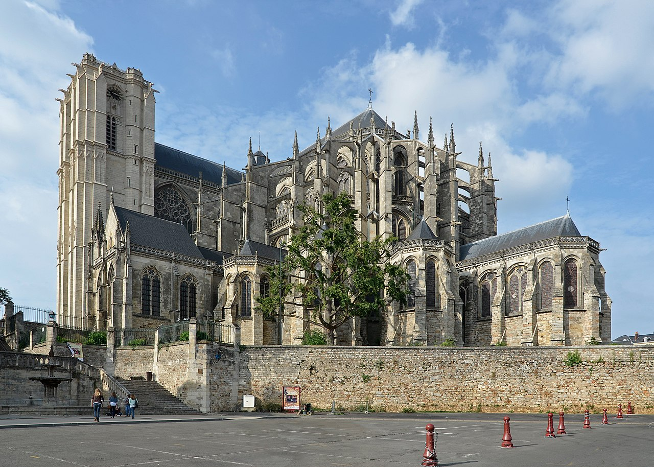 File le mans cathedrale st julien ext wikimedia for Design piscine le mans
