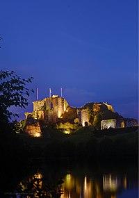 Le château de Tiffauges, éclairage nocturne